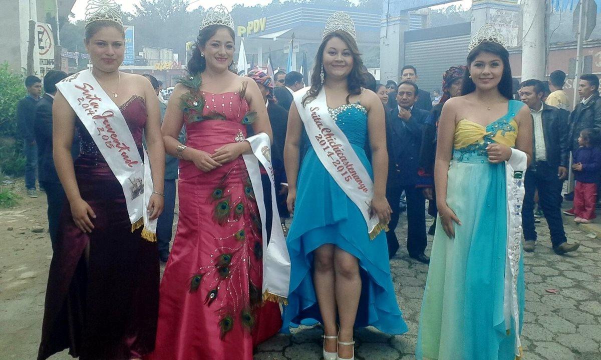 Representantes de belleza participan en desfile en Chichicastenango, Quiché. (Foto Prensa Libre: Óscar Figueroa)