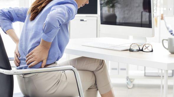 ¿Quién no ha sentido alguna vez dolor de espalda después de estar todo el día sentado? GETTY IMAGES