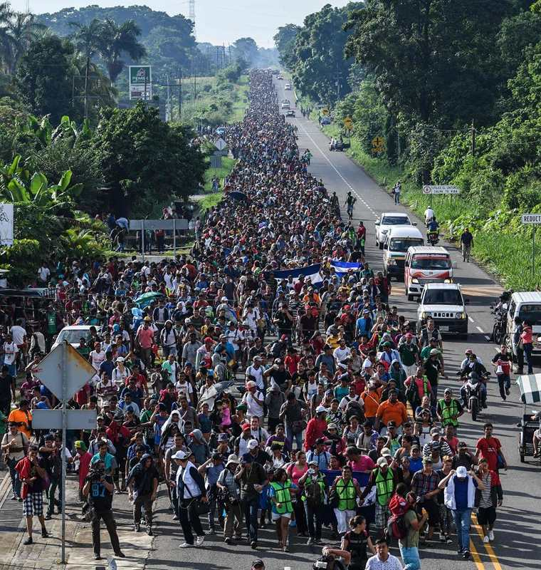 Miles de migrantes centroamericanos viajan en la caravana que partió de Honduras el pasado 13 de octubre. (Foto Prensa Lire: AFP)