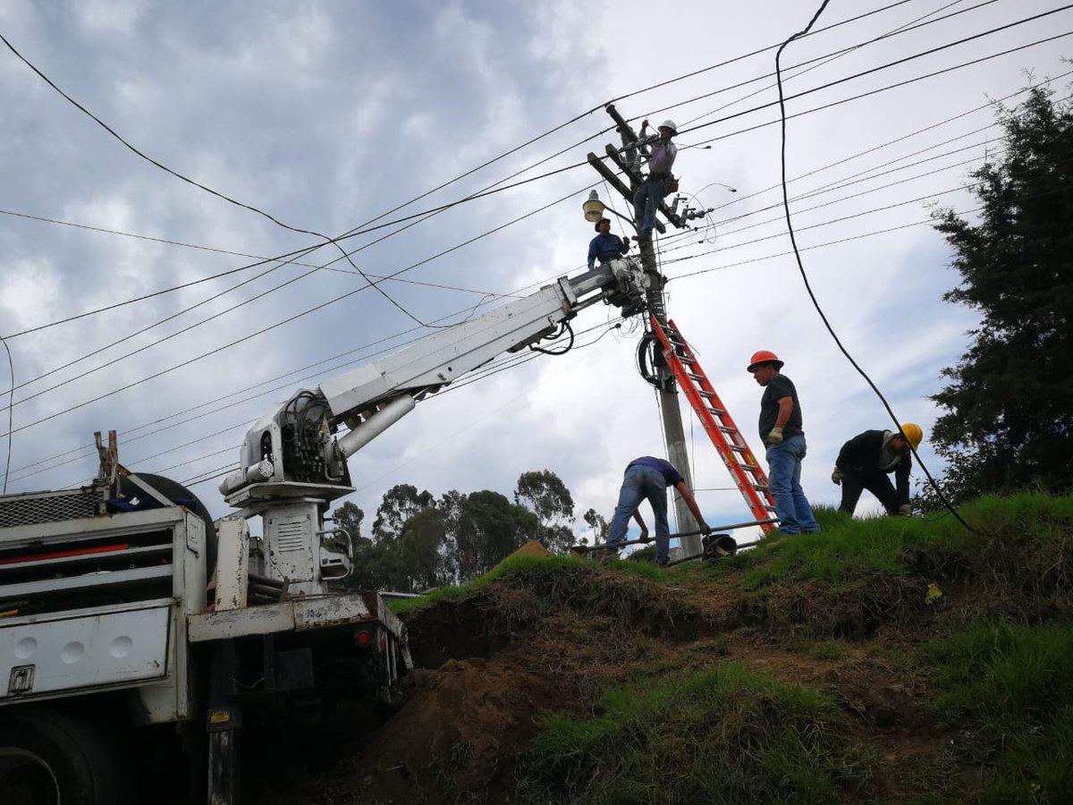 Comerciantes deben utilizar generadores para continuar sus labores durante los apagones. (Foto Prensa Libre: María Longo)