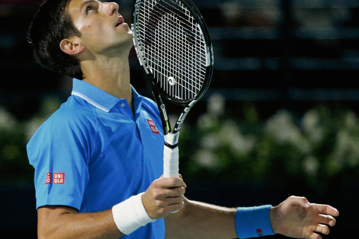 Novak Djokovic festeja al asegurar su pase a la gran final del Abierto de Dubái. (Foto Prensa Libre: AFP)