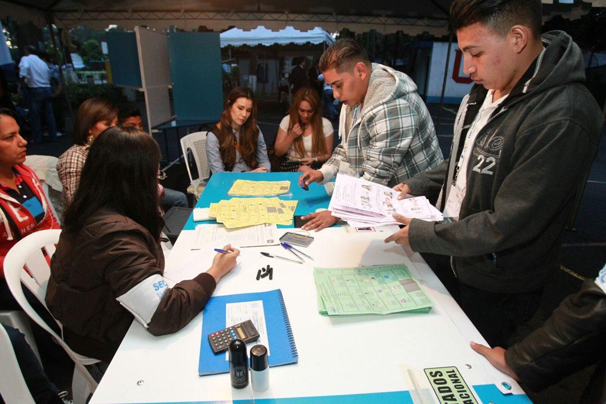 El porqué variaron los datos entre las juntas receptoras de votos y el sistema digital del TSE