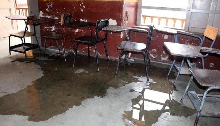 Muchas escuelas en la provincia necesitan reparaciones urgentes. (Foto Prensa Libre: Hemeroteca PL)