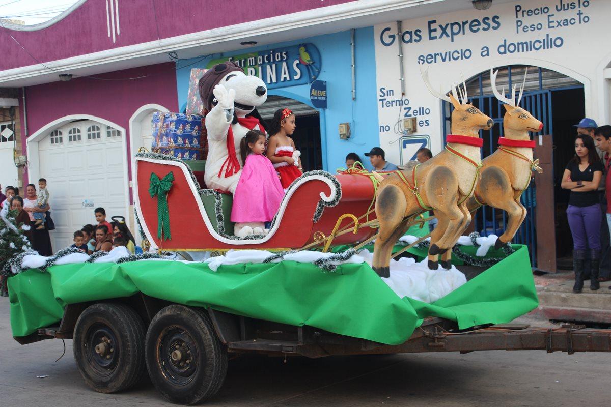 Desfile inaugura actividades navideñas en la cabecera de Jutiapa