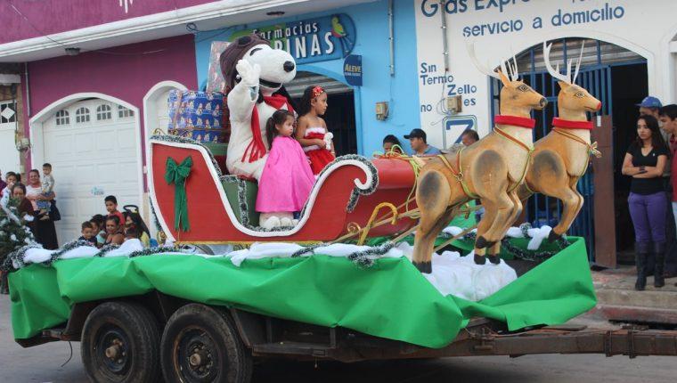 Fotos Carrozas Navidenas.Desfile Inaugura Actividades Navidenas En La Cabecera De