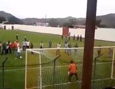 Imagen muestra penalti que ejecutó el jefe edil. (Foto Prensa Libre: Tomada de Facebook).