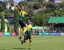 Jorge Vargas celebra un gol durante un partido con Guastatoya en diciembre de 2018. (Foto Prensa Libre: Hemeroteca).