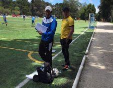 Mario Acevedo junto a Dwight Pezzarossi durante el entrenamiento de la Sub-20 de Comunicaciones. (Foto Prensa Libre: cortesía Comunicaciones FC)