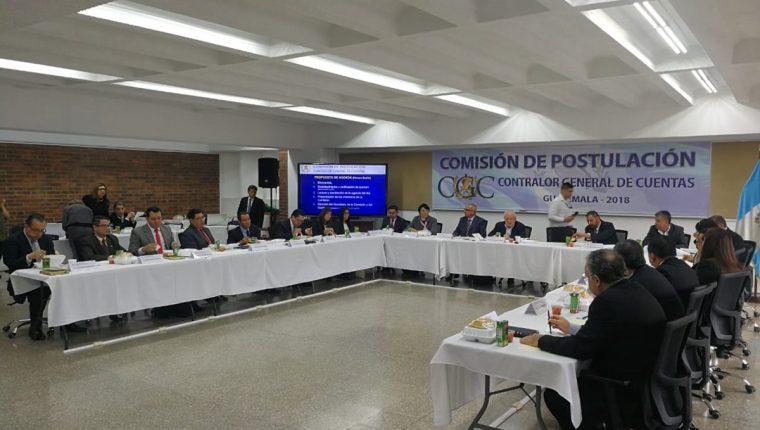 La Comisión de Postulación para Contralor General de Cuentas en su primera reunión aprobó el cronograma de trabajo y eligió a su secretario. (Foto Prensa Libre: Manuel Hernández)