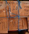 Donantes no sólo entregan productos, también envían mensajes confortadores. (Foto Prensa Libre)