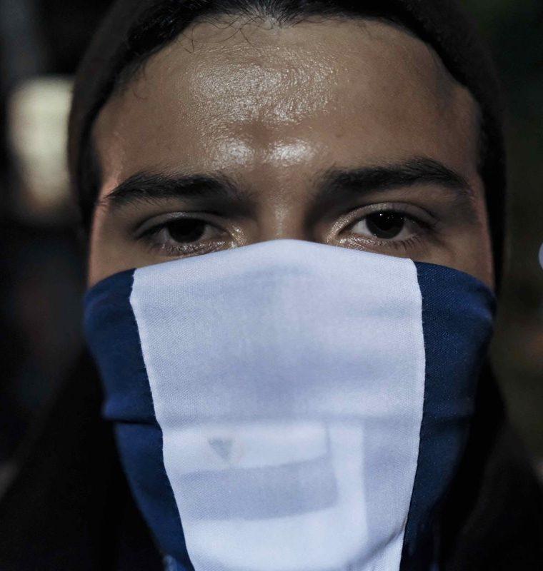 Nicaragüenses en Costa Rica llevaron a cabo una vigilia en la que manifestaron su repudio ante la represión del gobierno de Daniel Ortega. (Foto Prensa Libre: EFE)