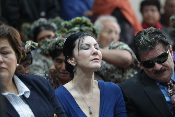 Zury Ríos, hija de Efraín Ríos Montt,  escucha el fallo que envía a juicio a su padre,  por delitos de lesa humanidad.