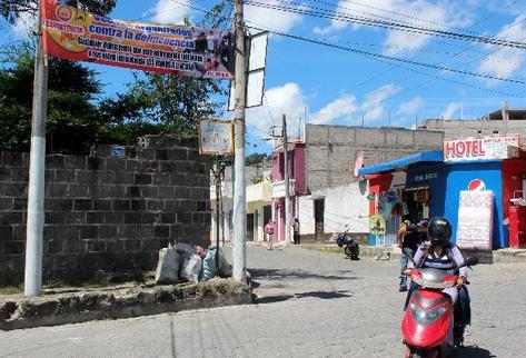 Vecinos de la zona 1 de Quetzaltenango colocaron el fin de semana último mantas vinílicas en las que advierten a delincuentes de que se abstengan de operar en ese sector.