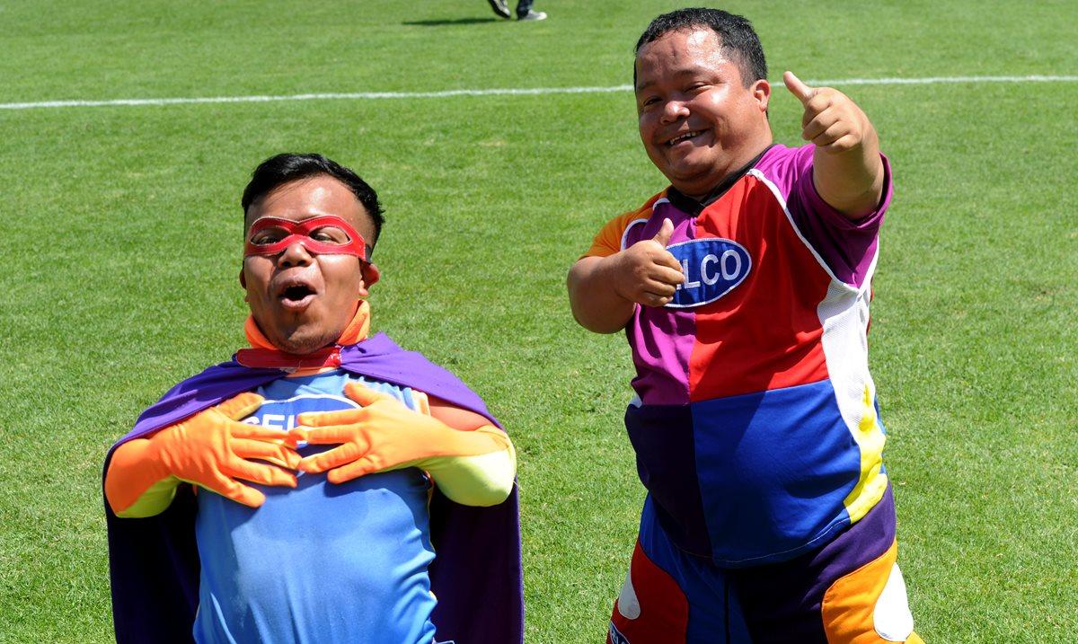 Tipitio y Topostio llevan sonrisas y alegría en cada partido de Municipal
