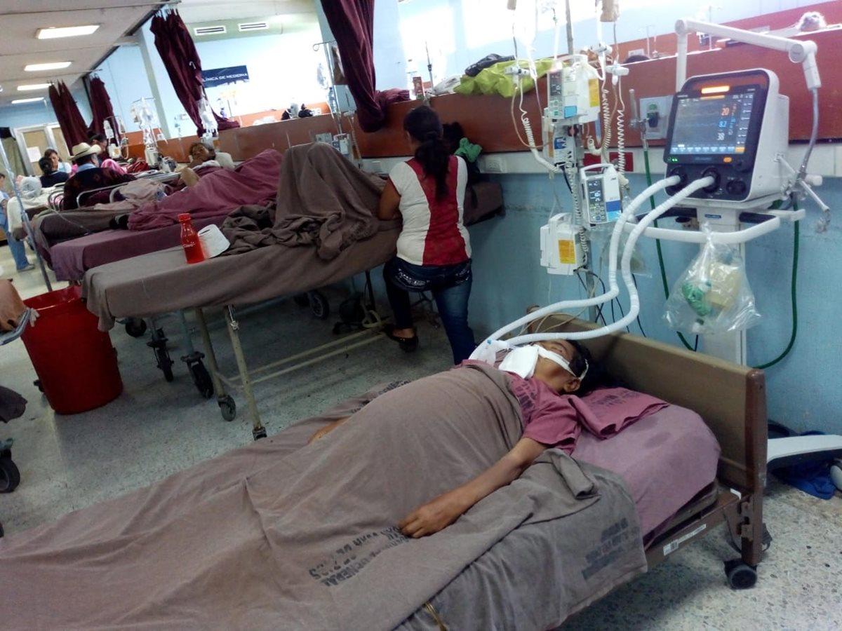 Pacientes del Hospital San Juan de Dios esperan ocho días para obtener una cama