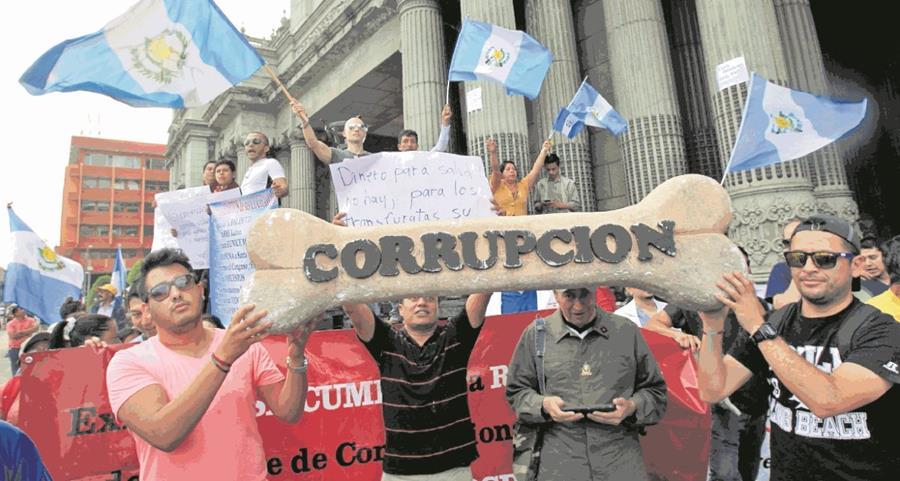 Guatemaltecos han transmitido ingeniosamente los mensajes para repudiar los actos de corrupción en el Estado. (Foto Prensa Libre: Hemeroteca PL)