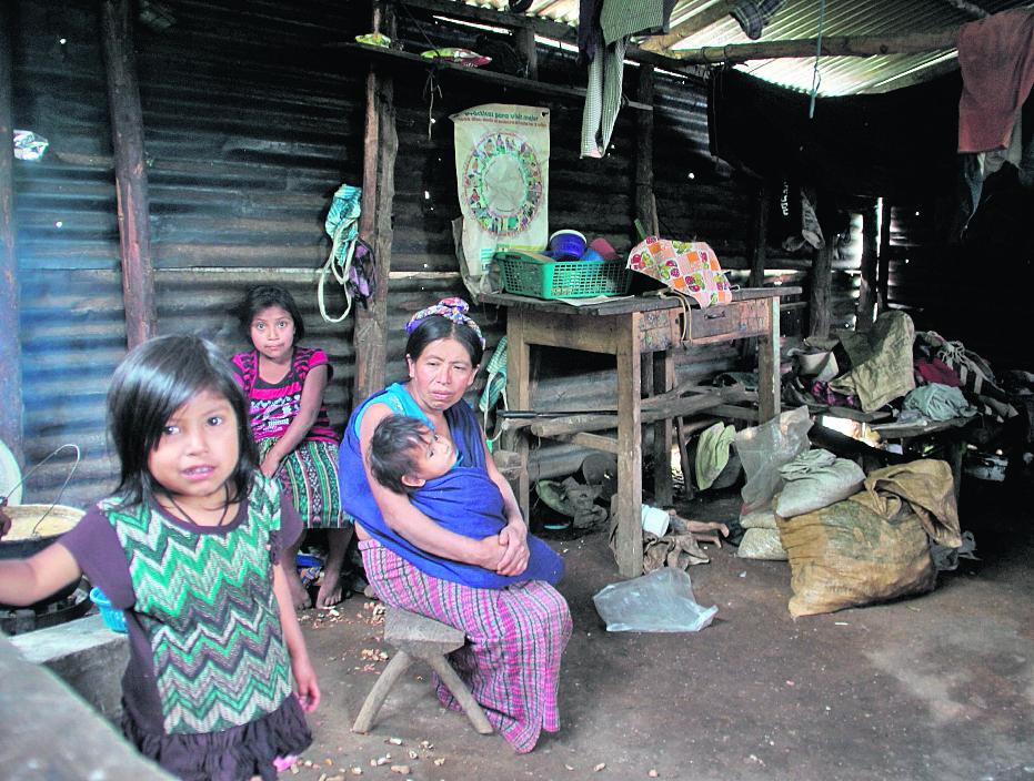 El proyecto de presupuesto 2017 evidencia que las áreas pobres no serán prioridad para inversión. (Foto Prensa Libre: HemerotecaPL)
