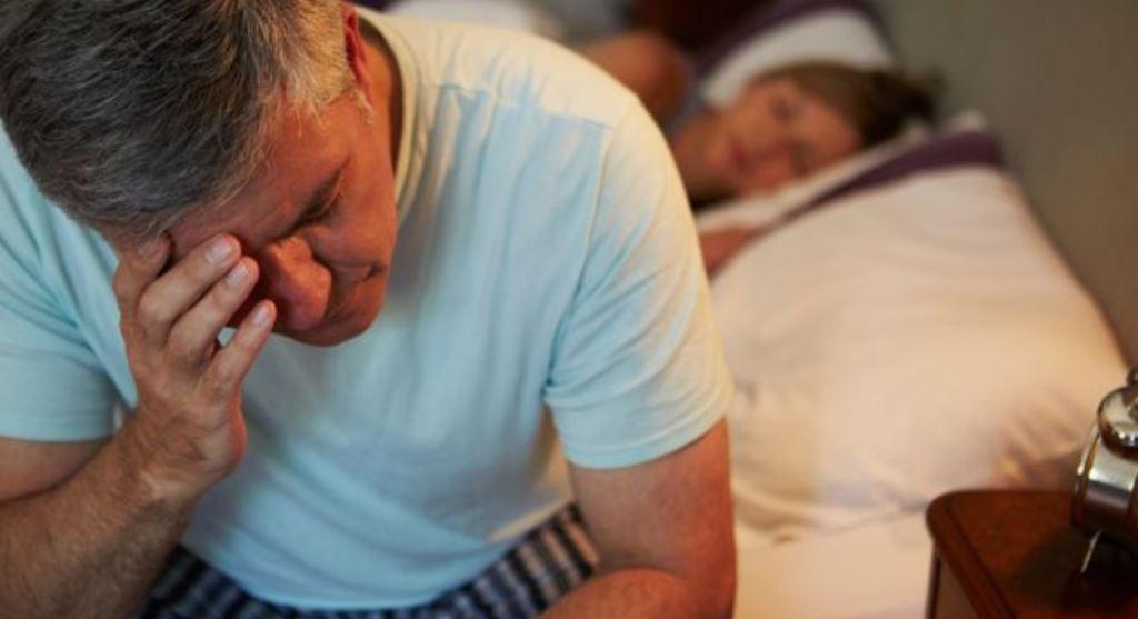 ¿Hasta qué hora es sano comer en la noche antes de acostarse?
