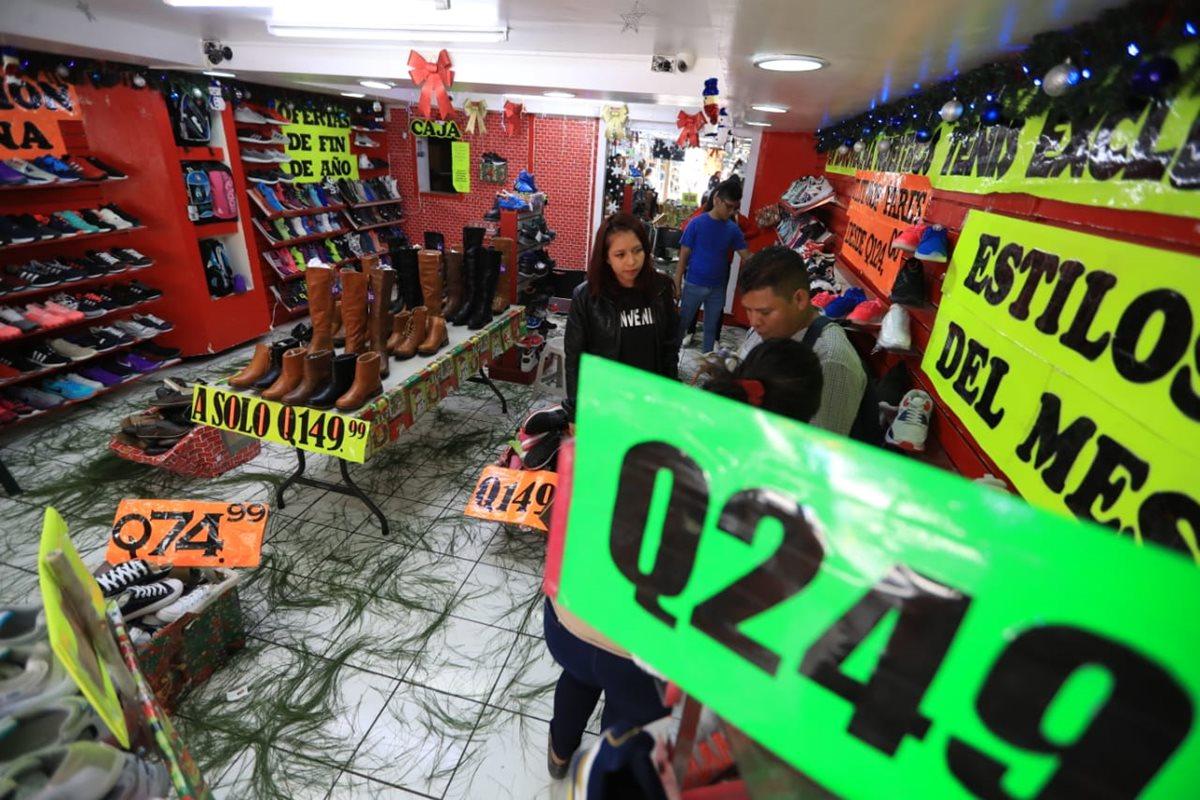 Temporada comercial se incrementó este fin de semana. (Foto Prensa Libre: Carlos Hernández)