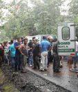 El accidente se registró en el sector el Guayabal ruta a Santo Tomas la Unión. (Foto Prensa Libre: Cristian I. Soto)