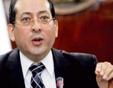 sergio recinos, presidente en funciones del Banguat, dijo que podría colocarse títulos.