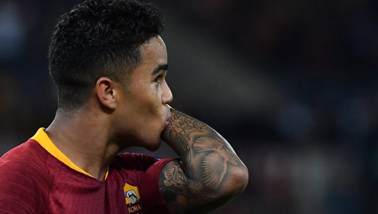 Justin Kluivert anotó el cuarto gol para la Roma. (Foto Prensa Libre: AFP)