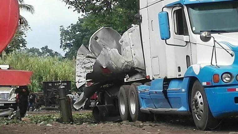 Un trabajador de un predio en La Gomera, Escuintla, murió cuando explotó un camión cisterna que reparaba. (Foto Prensa Libre: Enrique Paredes)