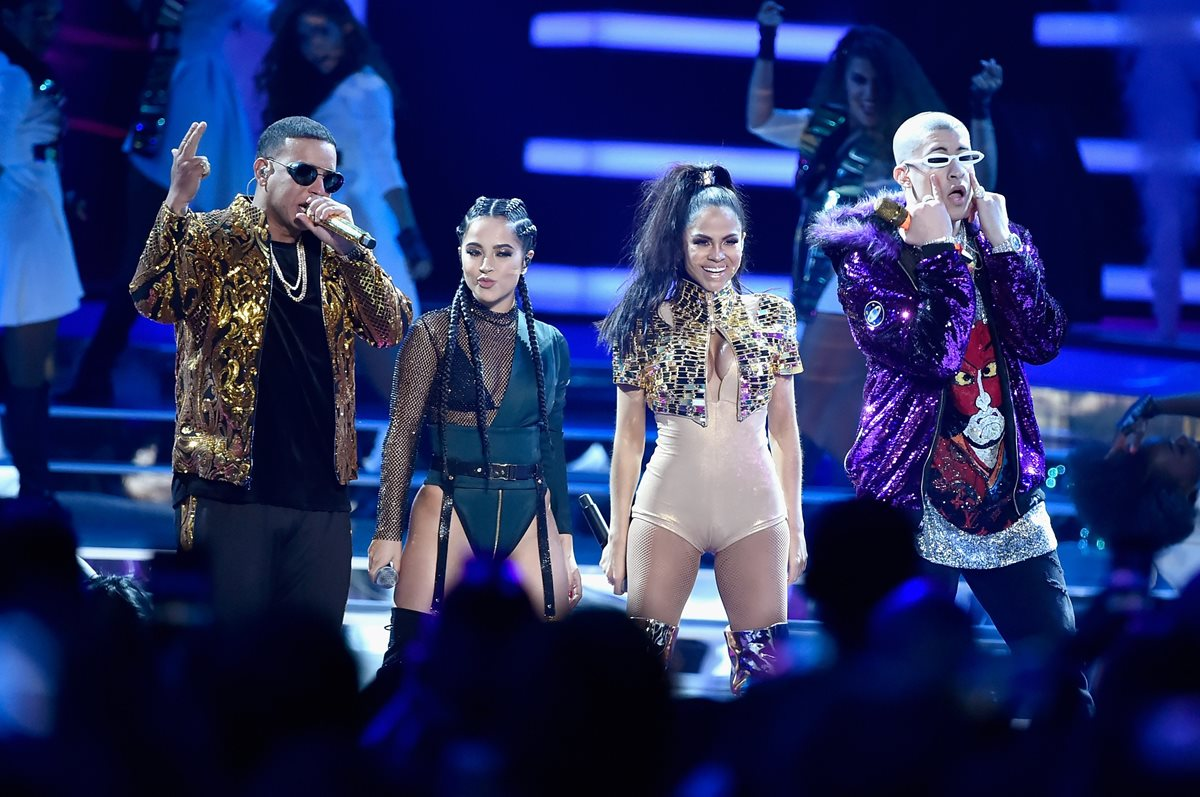 El reguetón, con representantes actuales como Daddy Yankee, Becky G, Natti Natasha y Bad Bunny, ha sido criticado por varios artistas (Foto Prensa Libre: AFP).