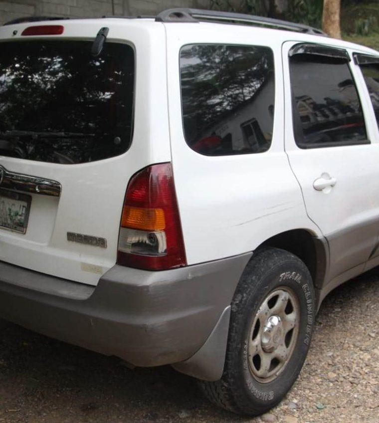 Esta camioneta tipo agrícola era conducida por Joel Mejía Fajardo, quien tiene antecedentes por delitos de narcotráfico  y por portación ilegal de armas de fuego. (Foto Prensa Libre: Mario Morales)
