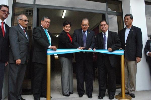 En 2013 el magistrado José Arturo Sierra inauguró el Juzgado de Primera Instancia Penal, el Tribunal de Sentencia de Delitos de Femicidio y la Fiscalía de la Mujer en San Marcos. (Foto Prensa Libre: Hemeroteca PL)