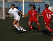 Claudie Salameh, lleva el gafete de capitán, en el equipo de Palestina. (Foto Prensa Libre: AFP)