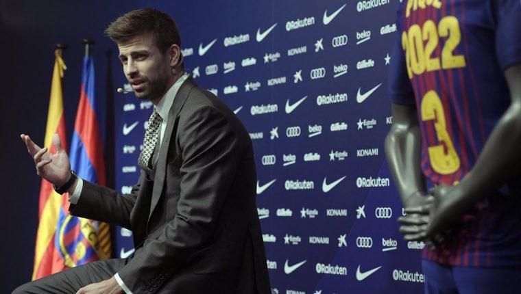Gerard Piqué durante la conferencia de prensa por su renovación con el FC Barcelona. (Foto Prensa Libre: AFP)