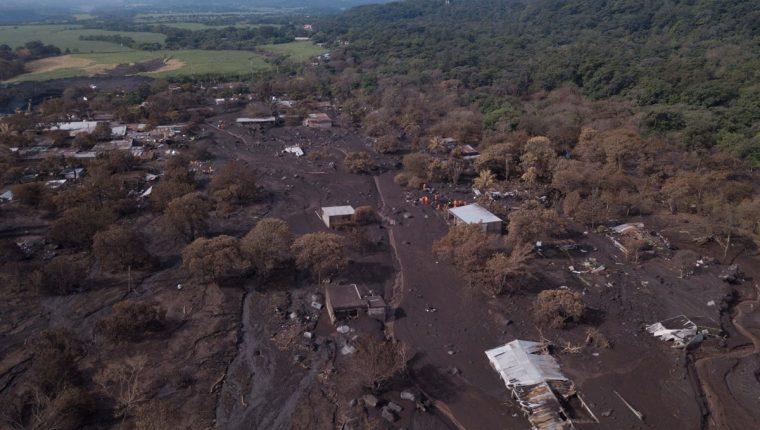 Fotografía tomada con un dron donde se muestra un área afectada después de la erupción del pasado 3 de junio y de los constantes lahares procedentes del Volcán de Fuego. (Foto Prensa Libre: EFE)