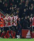 Los jugadores del Southampton festejan tras haber vencido al Arsenal, este sábado. (Foto Prensa Libre: AFP).