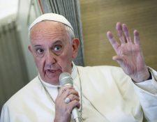 El Papa habló de temas polémicos en el trayecto del vuelo de Cuba hacia EE. UU. este martes. (Foto Prensa Libre: EFE).