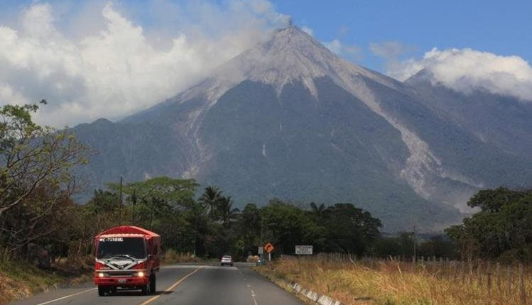 Vista del Volcán de Fuego desde Escuintla. (Foto Presnsa Libre, HemerotecaPL)