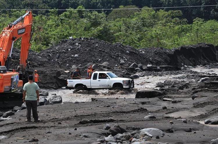 Uno de los tantos ríos que recorren el departamento de Escuintla y que podrían desbordarse por el descenso de material volcánico. (Foto Prensa Libre: Hemeroteca PL)