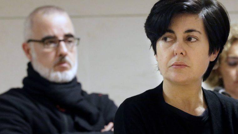 La abogada Rosario Porto (derecha) y el periodista Alfonso Basterra (izquierda), principales sospechosos de la muerte de Asunta, durante una de las sesiones del juicio. (Foto Prensa Libre: EFE).