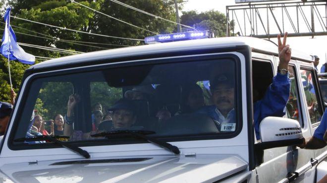 """El presidente Daniel Ortega y su esposa, la vicepresidenta Rosario Murillo, tomaron parte en """"El Repliegue"""", para conmemorar la caída de Somoza en 1979. (Getty Images)"""