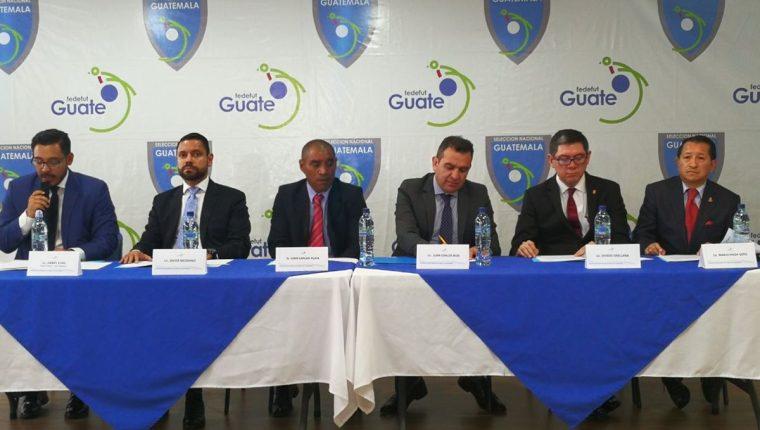 Juan Carlos Ríos y Juan Carlos Plata integran el nuevo Comité de Regularización de la Fedefut. (Foto Prensa Libre: Carlos Vicente)