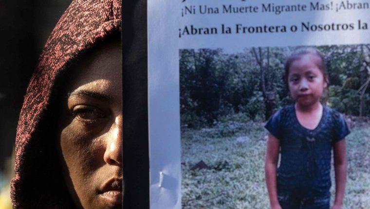 Las protestas pro migrantes exigen justicia por la muerte de la niña guatemalteca Jakelin Caal. (Foto Prensa Libre: AFP)