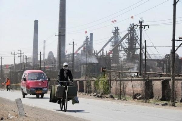 En China, se prolonga el cese de producción en tierras raras, donde se encuentran minerales no ferrosos que sirven para pantallas de televisión, teléfono y otros aparatos. (Foto: Prensa Libre, AFP).