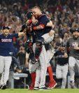 Con cuatro jonrones, dos de ellos de Steve Pearce, y una brillante labor monticular del veterano David Price, los Medias Rojas de Boston doblegaron este domingo a Los Dodgers de Los Ángeles en el quinto juego de la serie (4-1) (Foto Prensa Libre: AFP)