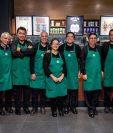 Una cafetería de Starbucks en la Ciudad de México contrató a 14 personas de entre 60 y 65 años, como parte de un plan para beneficiar a personas mayores. (Foto Facebook: Starbucks)