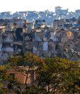 Vista general del vecindario Bustan al-Basha, lugar donde murió la famila de cinco integrantes en Alepo, Siria. (Foto Prensa Libre: AFP).