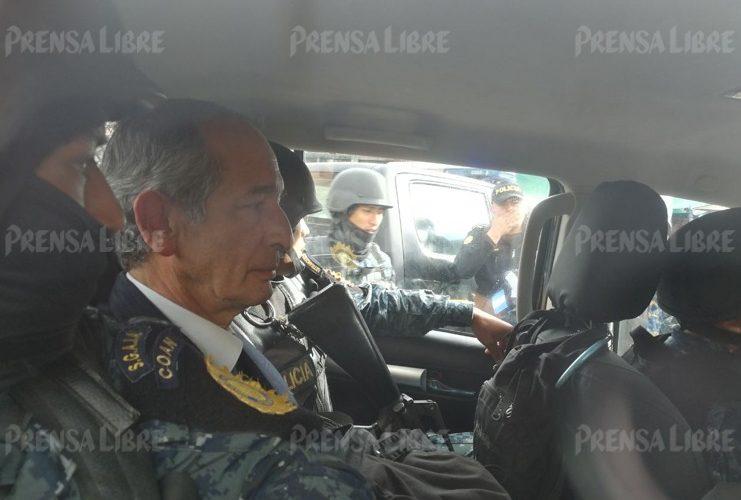 Al momento, las autoridades confirman la captura de 10 personas, todas ex funcionarios del gobierno de Álvaro Colom.