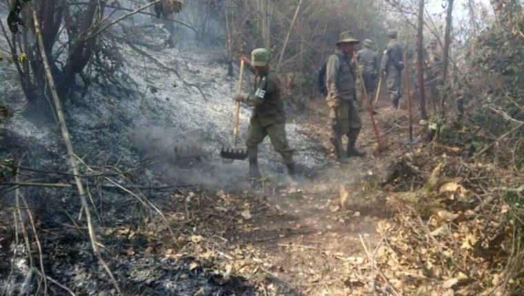 Los incendios que se han registrado en los últimos cuatro meses en Quetzaltenango han consumido 60 hectáreas de bosque, de esas 25 han sido en montañas que rodean a la ciudad altense. (Cortesía Hugo Urizar)