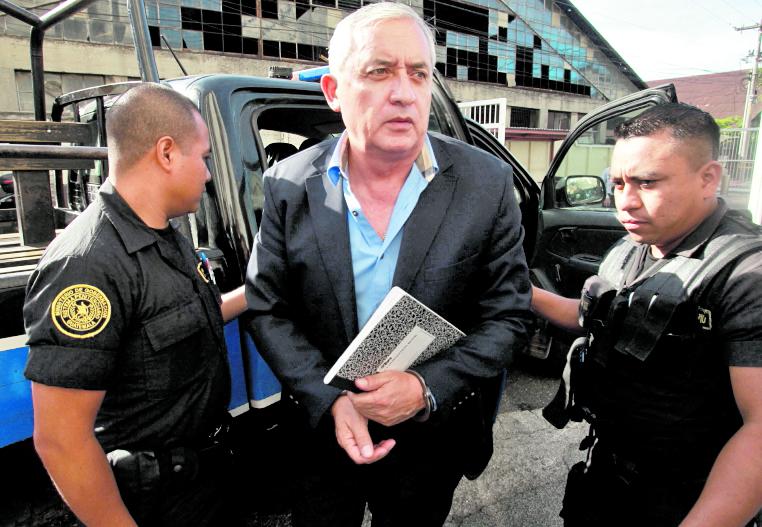 Escuchas determinarían que el expresdiente, Otto Pérez Molina, mantiene control en la cárcel. (Foto Prensa Libre: Hemeroteca PL)