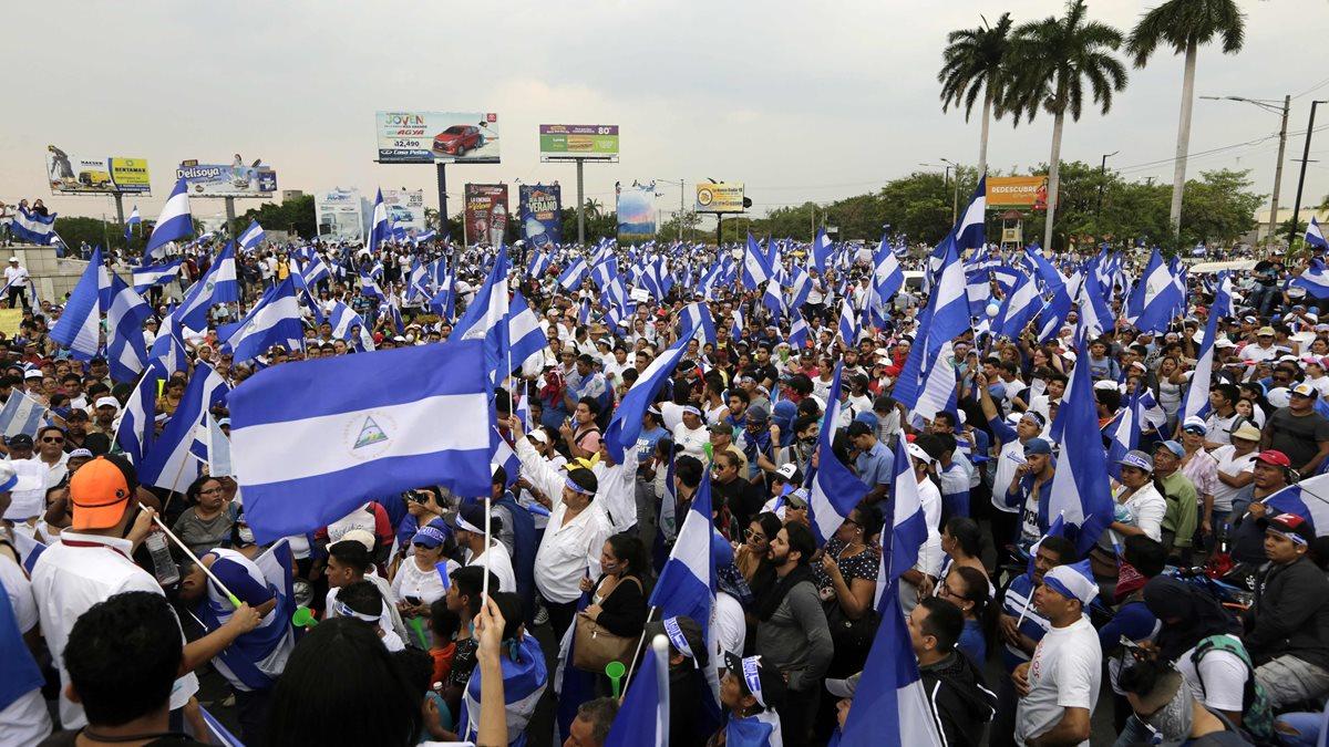 Los manifestantes exigen la salida de Daniel Ortega y su esposa, Rosario Murillo. (Foto Prensa Libre: AFP)