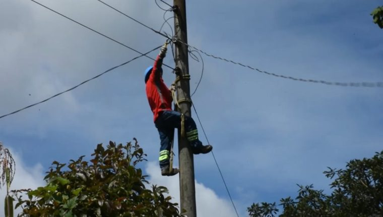 El servicio fue suspendido por las conexiones ilegales. (Foto Prensa Libre: Héctor Cordero).